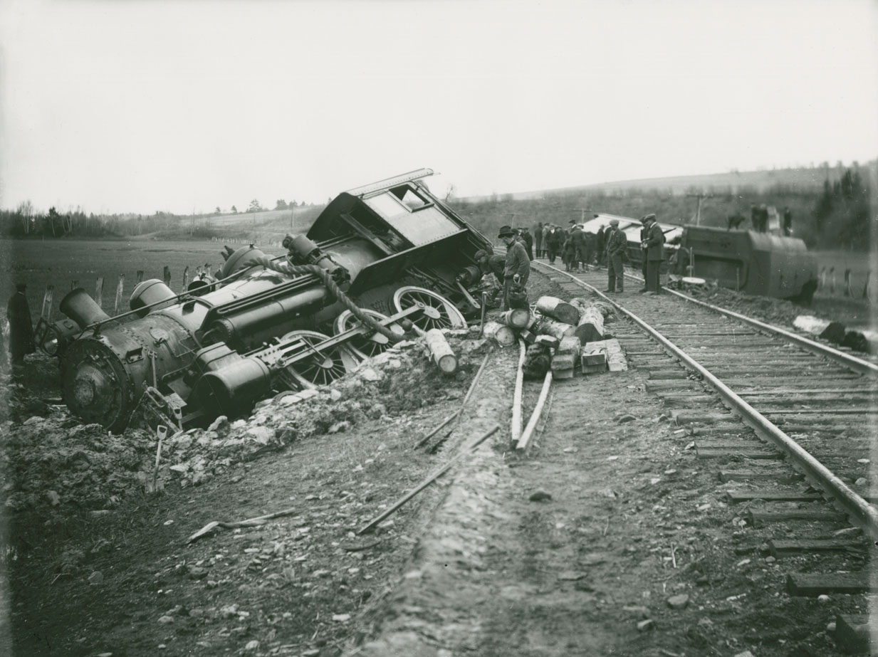 Dominion Atlantic Railway train wreck with locomotive <i> Glooscap</i>, no. 33, near Hantsport, Nova Scotia