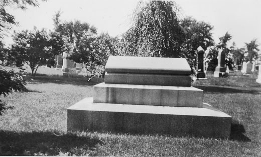 Dennis : Memorial unidentified dead of the Halifax explosion