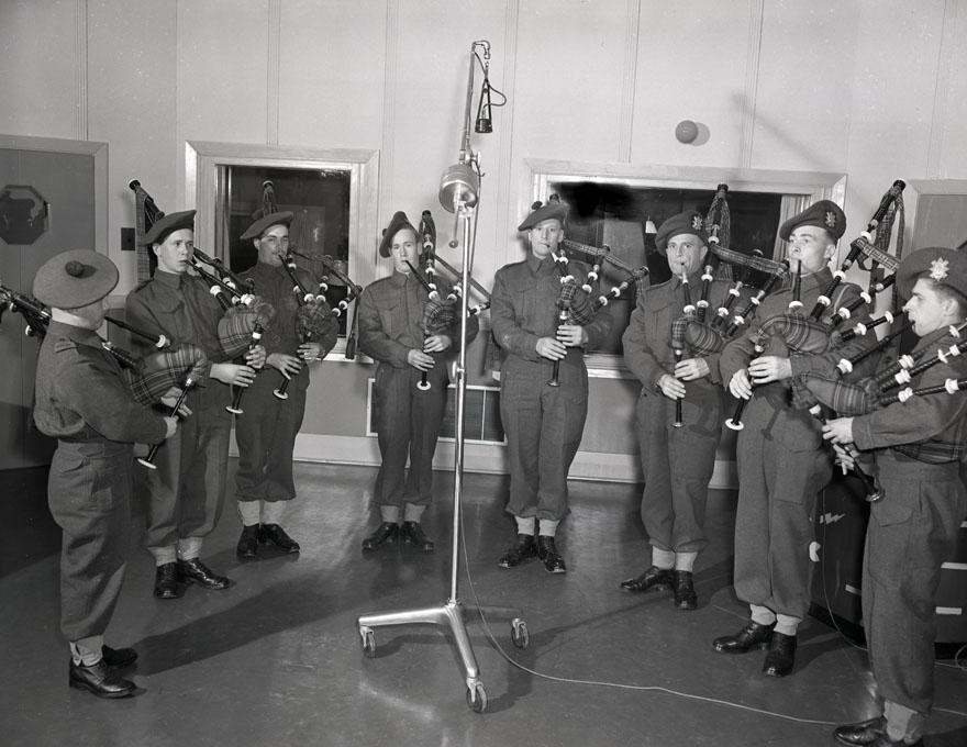 P.E.I Highlanders,CHNS Studio ,Halifax,1941 200901931