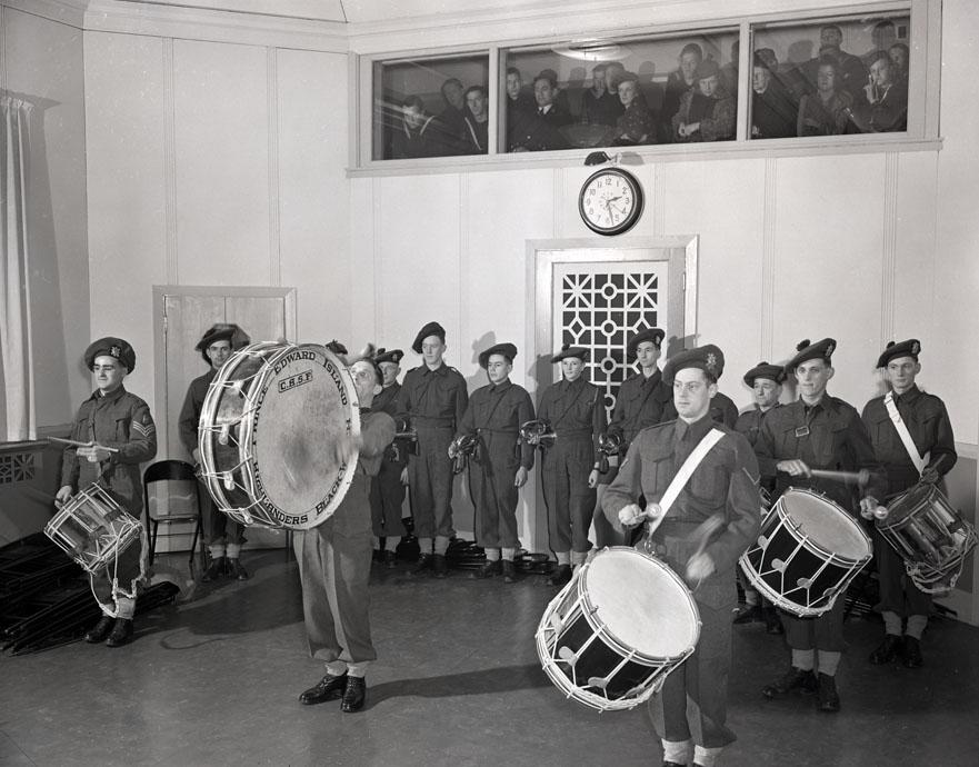 P.E.I Highlanders,CHNS Studio ,Halifax,1941 200901932