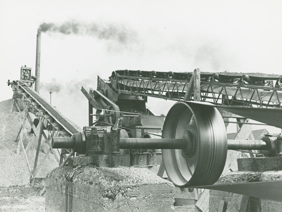 Ardoise - Wolfville Route No. 1, conveyors at paving plant Falmouth