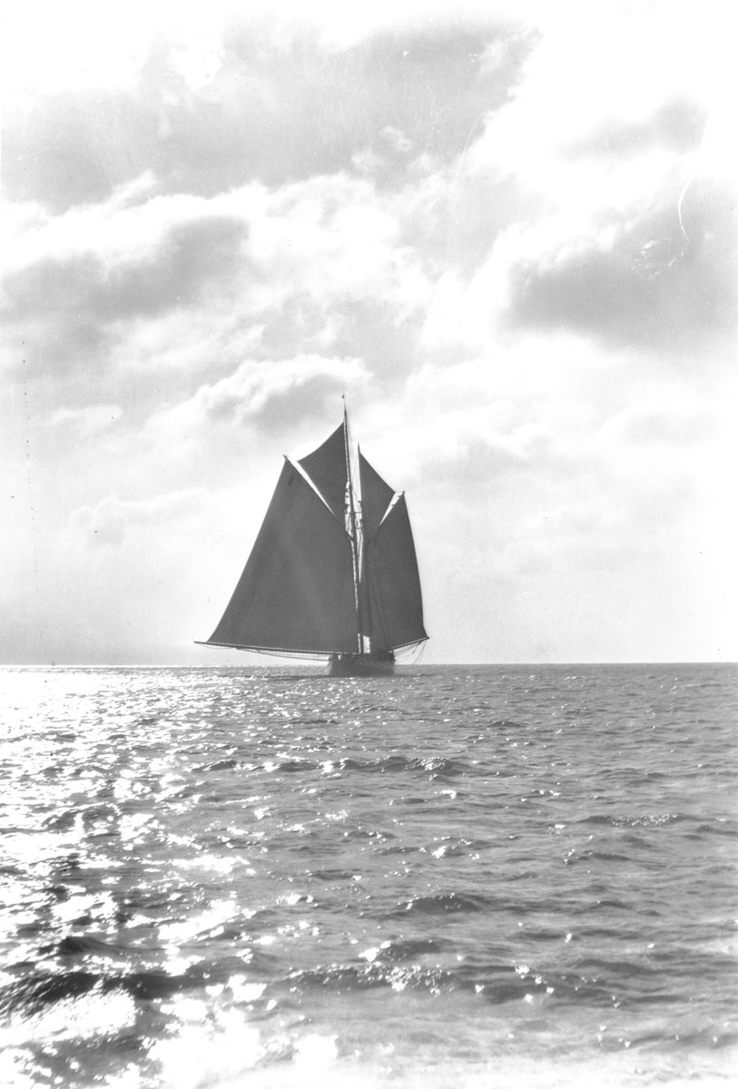 Grand Bank fishing schooner <i>Bluenose</i>