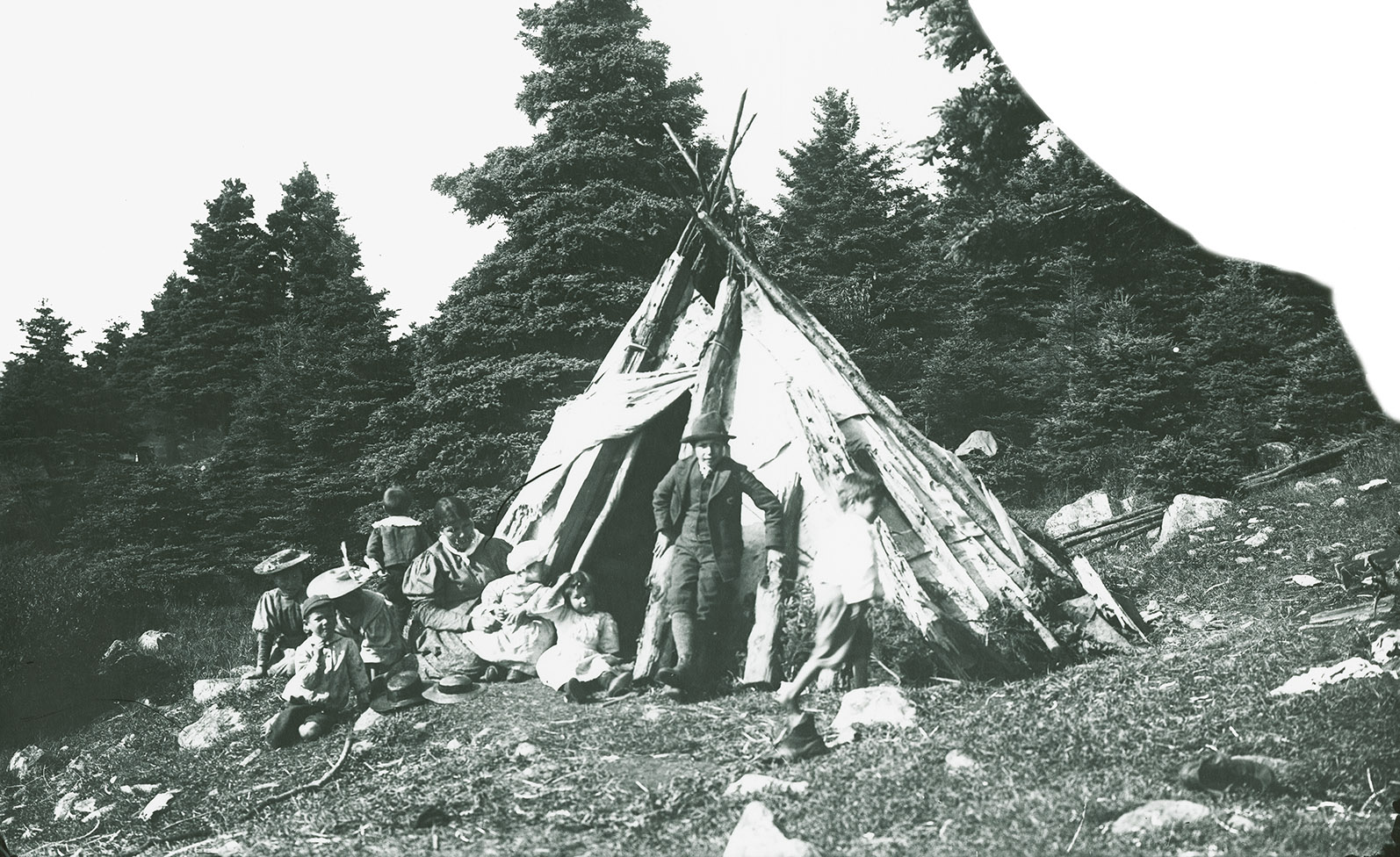 Mi'kmaq family in front of wigwam