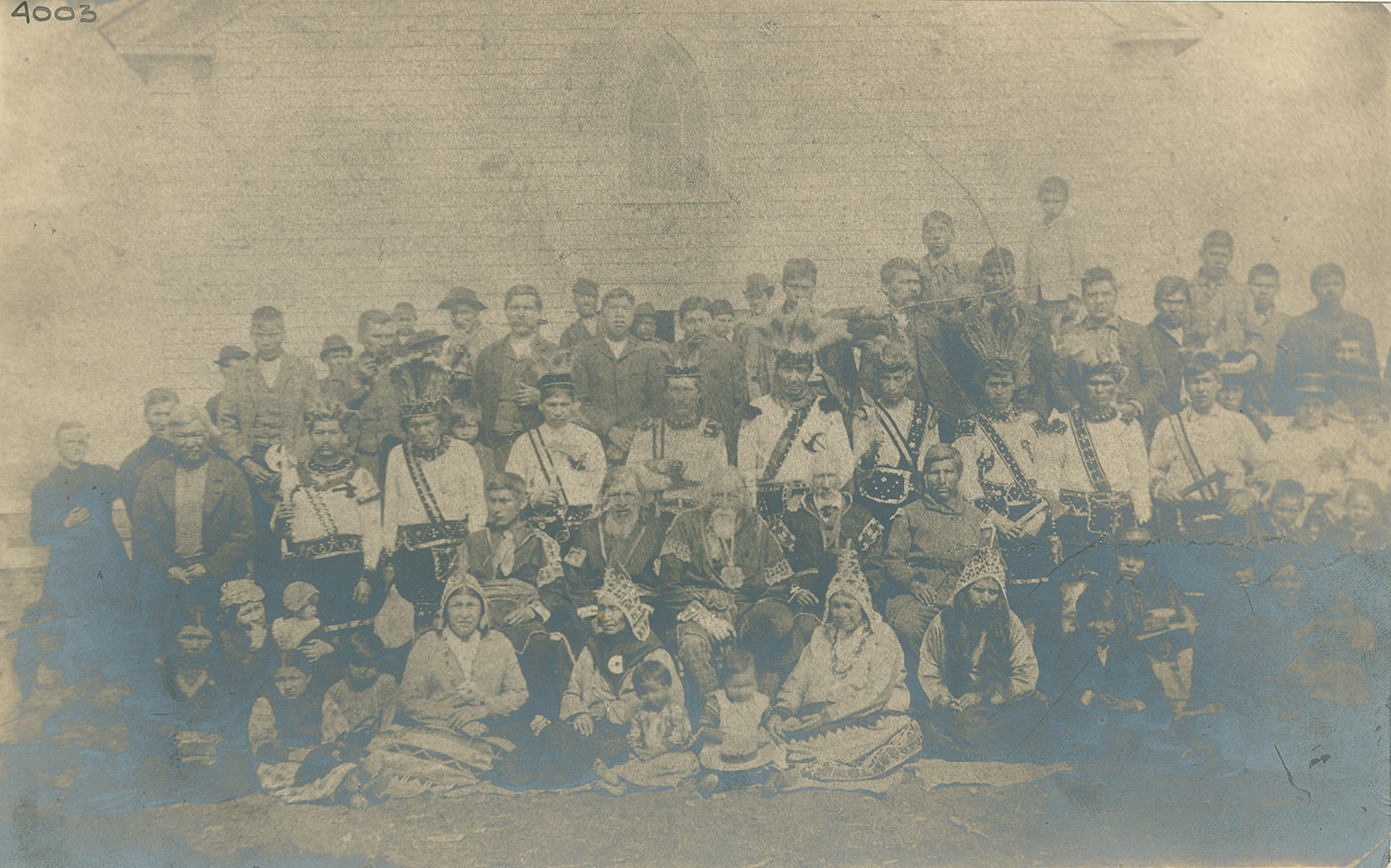 Group photo including Mi'kmaq women, men and children