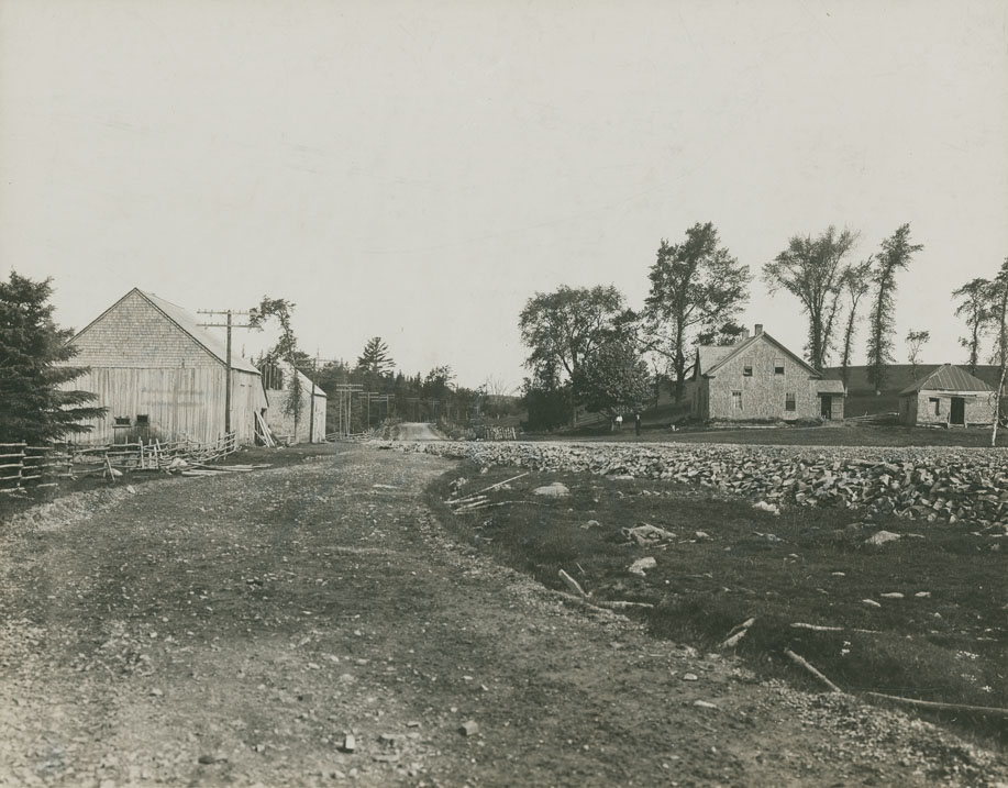 ''Site of Eglington Inn & Hiltz Halfway House, built before 1802 and famous in coaching days, 1816-58''