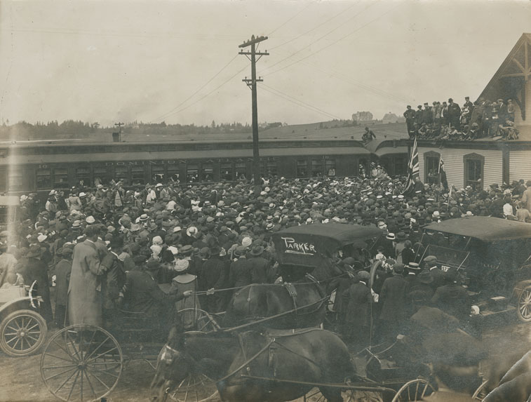 WWI - send-off for the 1st contingent at the D.A.R. Station
