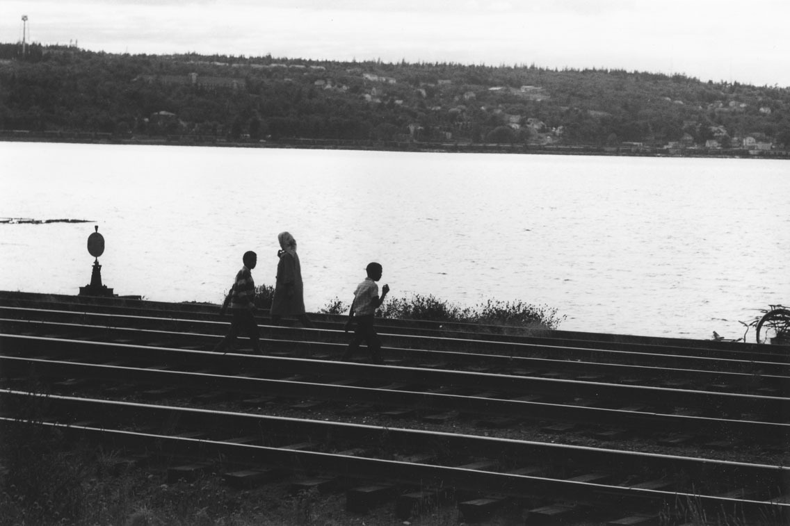 africville : Walkers on the railroad tracks, Africville