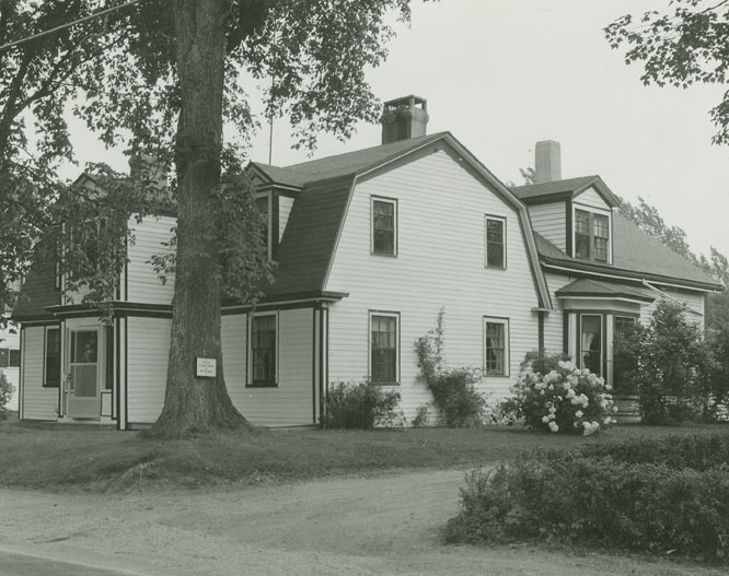 builtheritage : Banks House, at Annapolis Royal... Said to be the Oldest Habitable House in Canada.