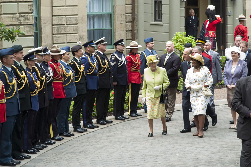 Queen Elizabeth and Lieutenant-Governor Mayann Francis on Government House grounds